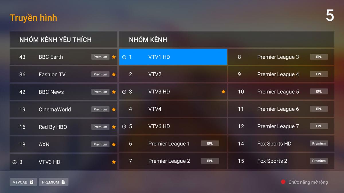 """Khi trỏ vào chuyên mục Truyền hình, màn hình ở giao diện chính sẽ hiển thị các chương trình nổi bật sắp phát sóng trong ngày.Trong khi đó, với Truyền hình xem lại, ngoài tính năng xem lại đến 72h (3 ngày) trước, ở phiên bản 3.0 khách hàng có thể tua chương trình tới hoặc lùi trong khi phiên bản trước đó khách hàng phải xem toàn bộ chương trình đã chọn mà không thể tua được. Trong giao diện kênh truyền hình, FPT Play Box bổ sung cột """"Nhóm kênh yêu thích, ở vị trí đầu tiên trong danh sách kênh và hỗ trợ lưu đến 14 kênh. Điều này giúp khách hàng dễ dàng lưu lại các kênh truyền hình thường xuyên theo dõi mà không phải mất nhiều thời gian tìm kiếm trong danh sách gần 200 kênh truyền hình hiện có của FPT Play Box."""
