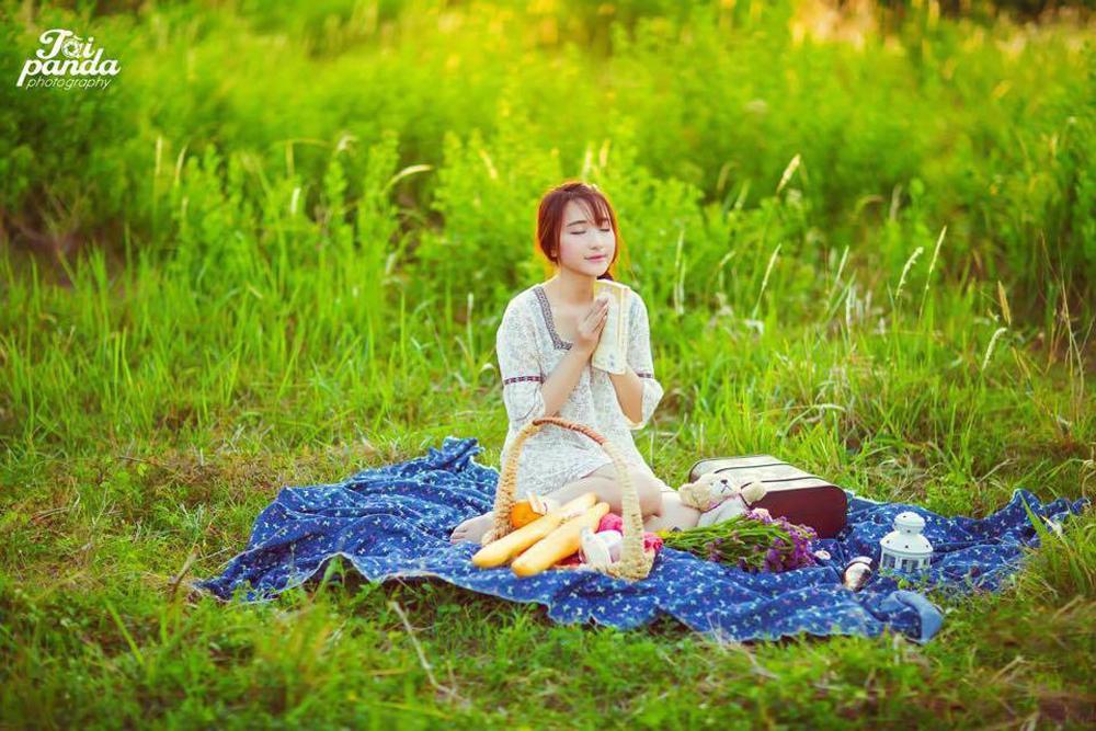 Do gia đình chuyển chỗ ở nên Linh có cơ hội được sống ở nhiều vùng miền. Linh là người con của biển cả Bà Rịa - Vũng Tàu, từng đoạt giải học sinh giỏi toán tỉnh.