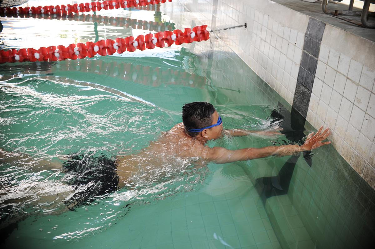Trong môn bơi ếch nam, bằngkỹ thuật tốt và sức mạnh của đôi chân, kình ngư Nguyễn Thanh Tùng, FPT Trading,hoàn thành 50m hồ với thời gian 50'63. Về thứ Hai là Nguyễn Trung Thành, FPT Software (50'79) và Ba là anhNguyễn Quốc Tường, FPT Telecom (54'26).