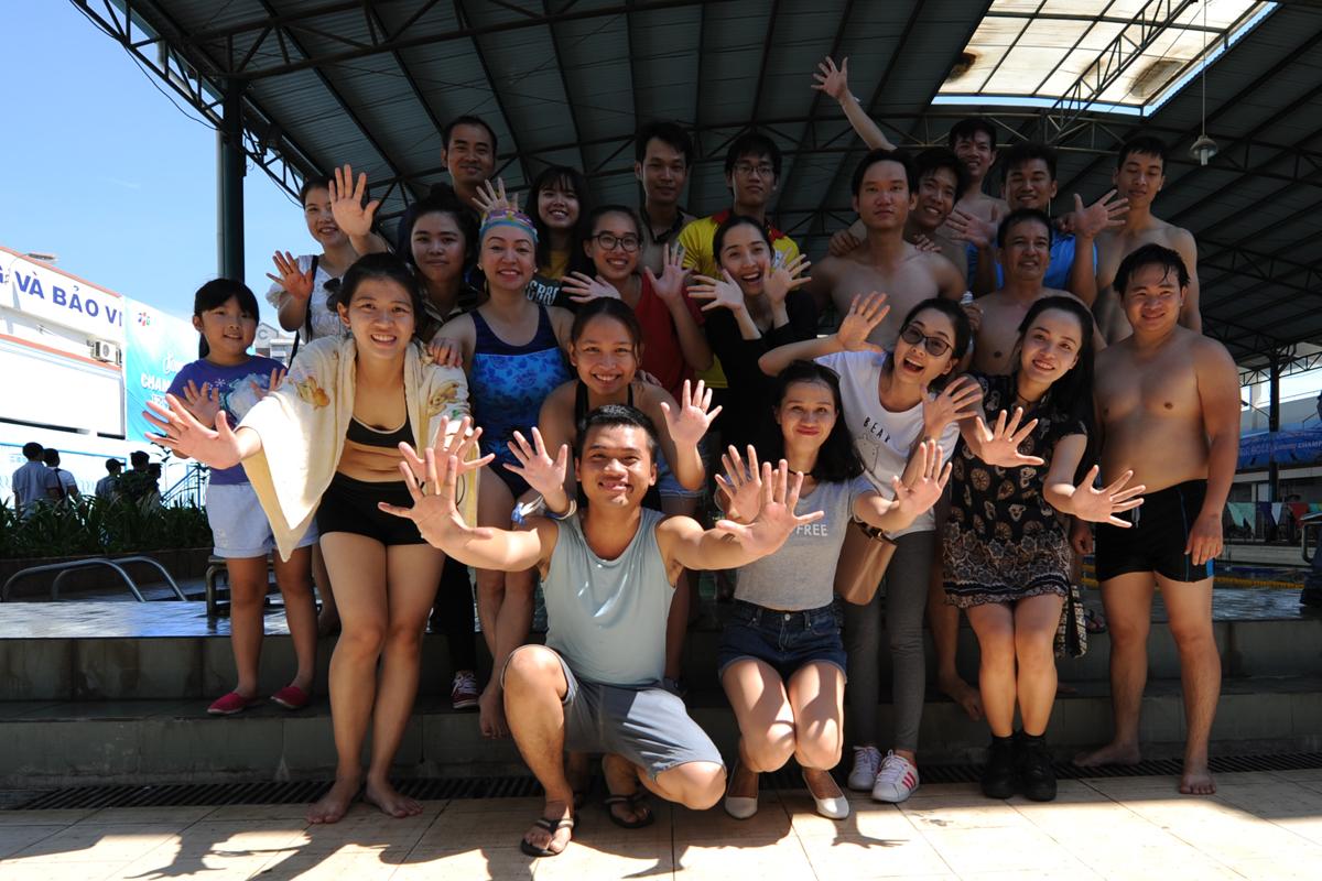 FPT IS với đội quân đông đảo nhất giải bơi cùng thư giãn trước khi Ban tổ chức công bố kết quả và trao giải.