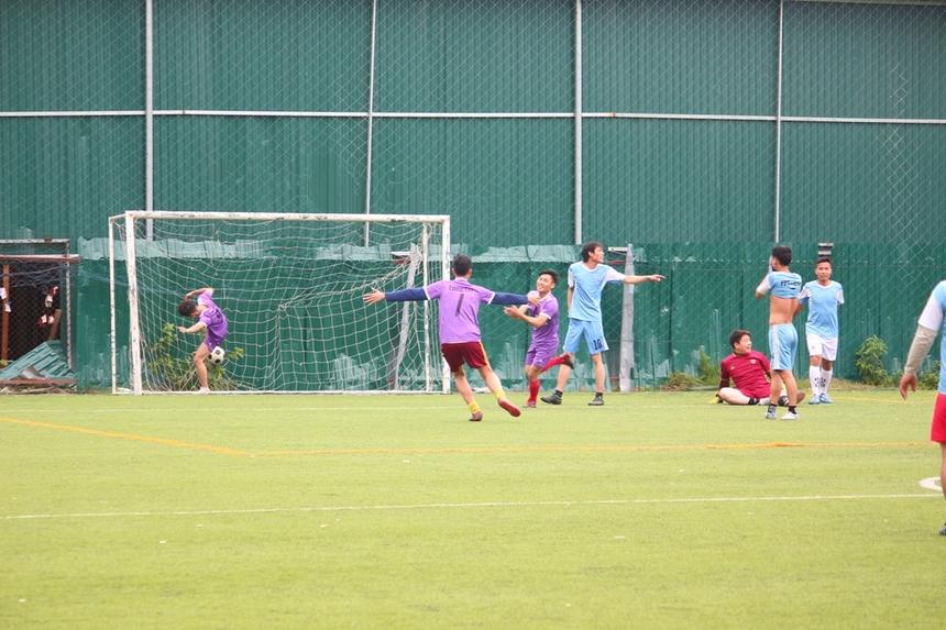 Ở những phút cuối cùng của trận đấu khi tỷ số đã là 4-0 nghiêng về TIN 8, các cầu thủ áo tím có pha phản công bất ngờ. Nhận đường chuyền thuận lợi từ đồng đội, cầu thủ Nguyễn Văn Quý ghi bàn thắng danh dự cho TIN 3. Kết thúc trận, TIN 8 giành chiến thắng với tỷ số 4-1 và chính thức vào chơi trận chung kết.