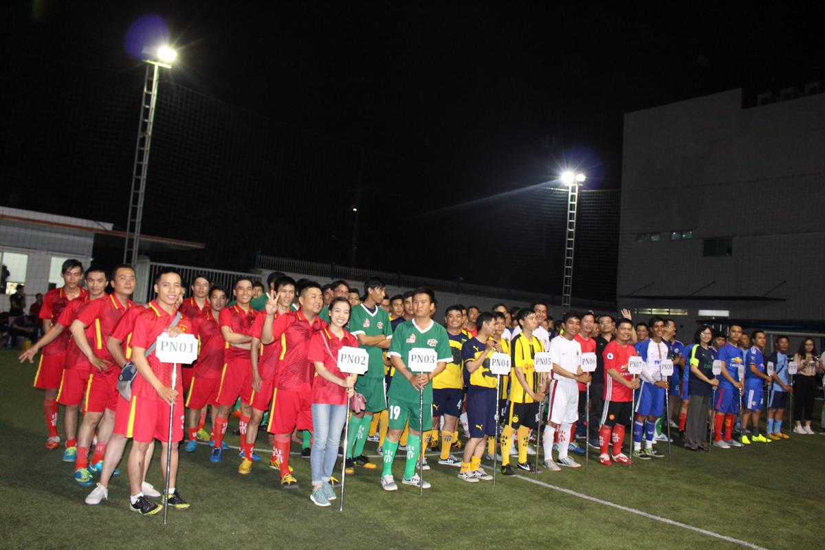 Giải bóng Close Cup mùa thứ 7 khai mạc tối ngày 4/4 tại sân bóng Tân Thuận 1, hội tụ 12 đội bóng của Trung tâm Quản lý đối tác phía Nam (Phương Nam - FPT Telecom) mang những màu sắc riêng biệt cùng lối chơi đa dạng, hứa hẹn mang đến những trận cầu đầy kịch tính và hấp dẫn. Giải diễn ra nhân dịp sinh nhật lần thứ 7 của Phương Nam (1/4/2010-1/4/2017). Với sự xuất hiện đặc biệt của đội Ban giám đốc và Cán bộ quản lý, mùa giải năm nay của Phương Nam (PNC) kỳ vọng bùng nổ hơn.