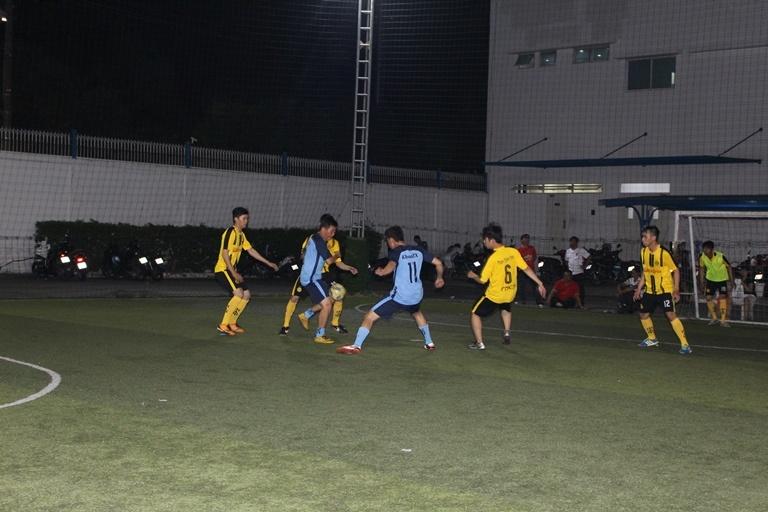 """""""Khi gà nhà đấu với gà nhà"""" là nhận định chung cho trận cầu giữa đội PN5 và Liên quân FTI+TF vì cả 2 đội đều do anh Chung Quốc Huy, Giám đốc PN 5 quản lý, nhưng lại vô tình gặp nhau trong mùa giải lần này. Với tinh thần thể thao, cả hai đội cũng đã thi đấu hết mình, tràn đầy nhiệt huyết và kết quả chung cuộc là 8-6 nghiêng về đội PN5. Với quân lực đồng đều nên các cầu thủ của PN5 đã lần lượt chia nhau ghi các bàn thắng vào lưới đội bạn."""