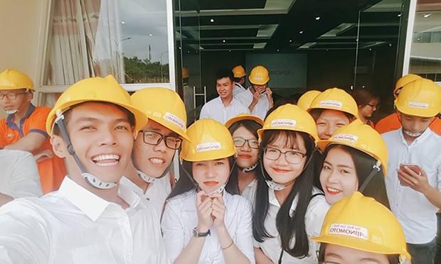 Môn Môi trường kinh doanh, các bạn sinh viên Đại học Greenwich Việt Nam được học vừa qua (ngày 13/06/2017) tại Nhà máy sản xuất hạt nêm Ajinomoto, khu công nghiệp Long Thành, tỉnh Đồng Nai.