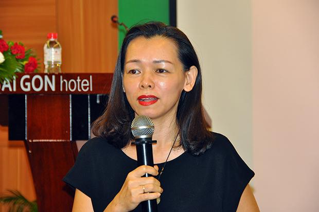 """Chị Nguyễn Bạch Điệp được mệnh danh là """"người đàn bà thép"""" ở FPT. Học kinh doanh, năm 1994, muốn tìm chỗ thực tập, chị được bạn giới thiệu làm nhân viên bán hàng ở FPT."""