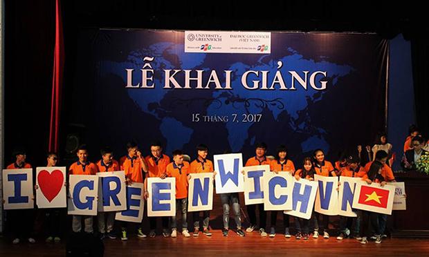 Sáng ngày 15/7, Lễ khai giảng đợt 1 của ĐH Greenwich Việt Nam, cơ sở TP HCM được tổ chức tại sân khấu Hoàng Thái Thanh, quận 10.