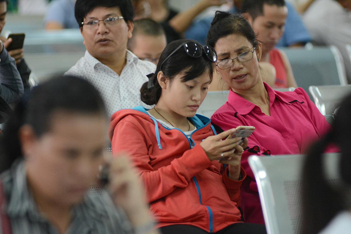 Hiện, Ga Sài Gòn cấp phát 1.000 số thứ tự/ngày thông qua tổng đài 8377 để hành khách đến mua vé trực tiếp tại ga. Số lượng vé năm nay phục vụ hành khách dịp Tết là 300.000 chỗ. Trong đó, trước Tết có 130.000 và sau Tết là 170.000 chỗ. So với năm trước, số lượng đã tăng khoảng 10.000 chỗ.