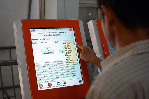 5 Kiosk được trang bị tại Ga Sài Gòn để người dân thuận tiện tra cứu thông tin.