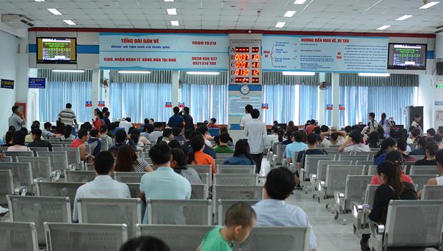 Số lượng vé tàu bán ra phục vụ người dân đi lại trong dịp Tết Nguyên đán 2018 tiếp tục tăng mạnh, ước tính đã có gần 100.000 vé tàu đã được đặt mua