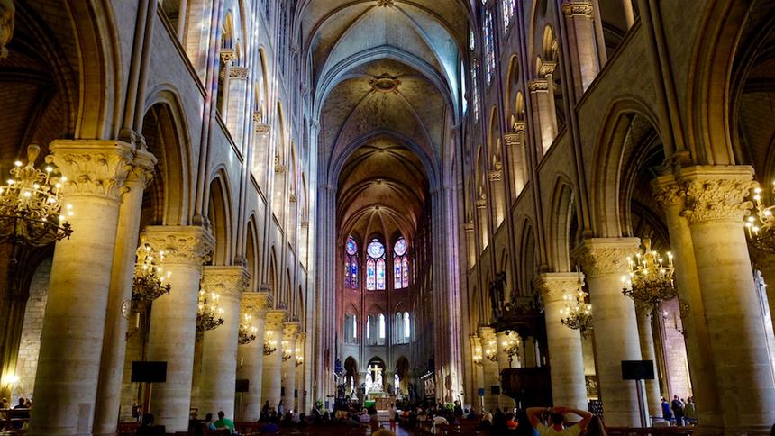Đây là nhà thờ Công giáo tiêu biểu cho phong cách kiến trúc gothic trên đảo Île de la Cité (nằm giữa dòng sông Seine) của Paris.