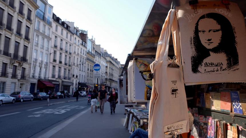"""Đạp xe dọc theo con đường nhỏ bên bờ sông Seine và nhớ tới lời bài hát """"Our Last Summer"""" nổi tiếng của ABBA: We made our way along the riverAnd we sat down in the grassBy the Eiffel tower..."""