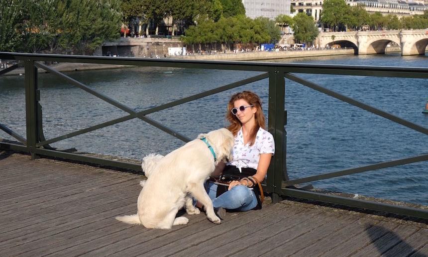 Sau nhiều lần sập rào chắn do ổ khóa quá nặng, chính quyền thành phố Paris đã buộc phải dỡ bỏ toàn bộ rào chắn có ổ khóa trên cầu, chấm dứt truyền thống tới đây để thề hẹn tình yêu của các du khách từ khắp nơi trên thế giới.