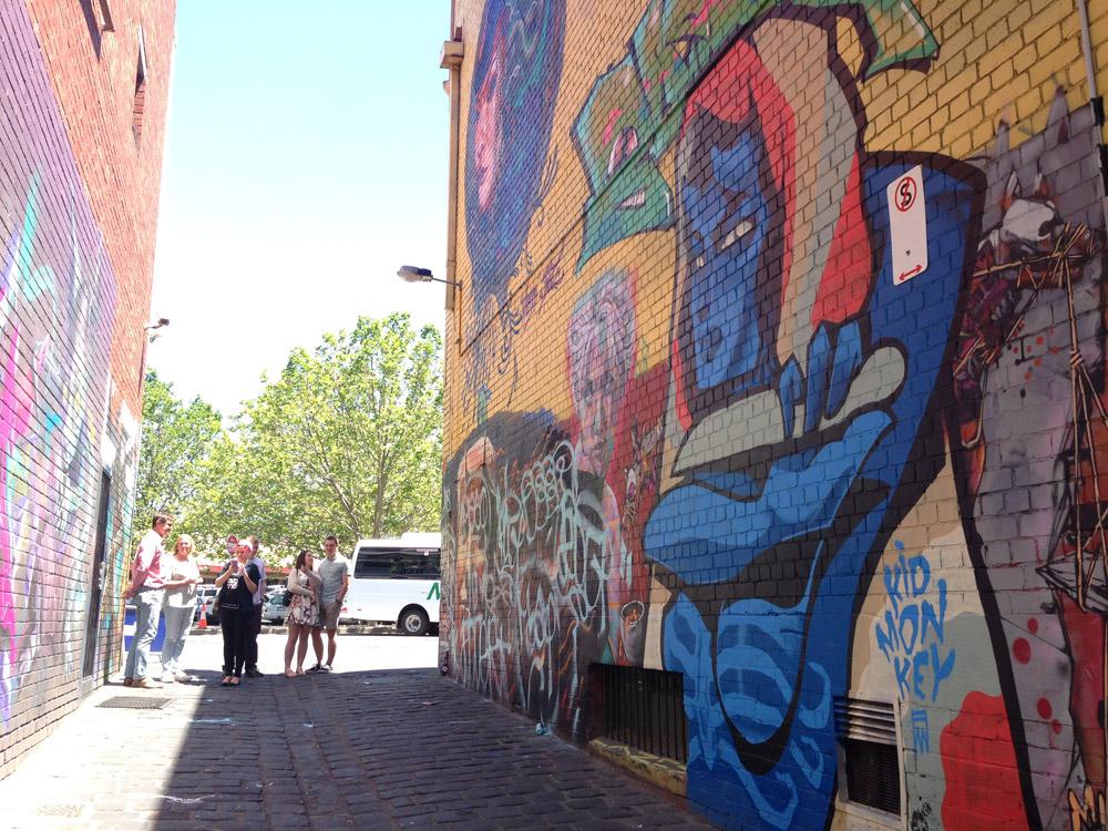 Thành phố nổi tiếng với những con ngõ nhỏ, nơi các nghệ sĩ có thể thoải mái vẽ graffiti.