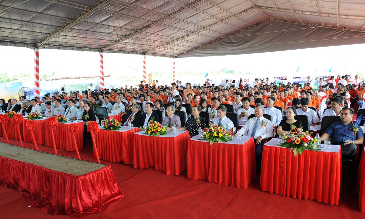 Tham gia sự kiện có Phó Trưởng ban chỉ đạo Tây Nam bộ Lê Hùng Dũng, nguyên Chủ tịch UBND TP Cần Thơ - người se duyên cho FPT với các dự án lớn tại Cần Thơ; PCT UBND TP Cần Thơ Võ Thị Hồng Ánh, lãnh đạo các Sở ban ngành thành phố Cần Thơ, lãnh đạo Tập đoàn và các đơn vị thành viên và gần 300 CBNV FPT.