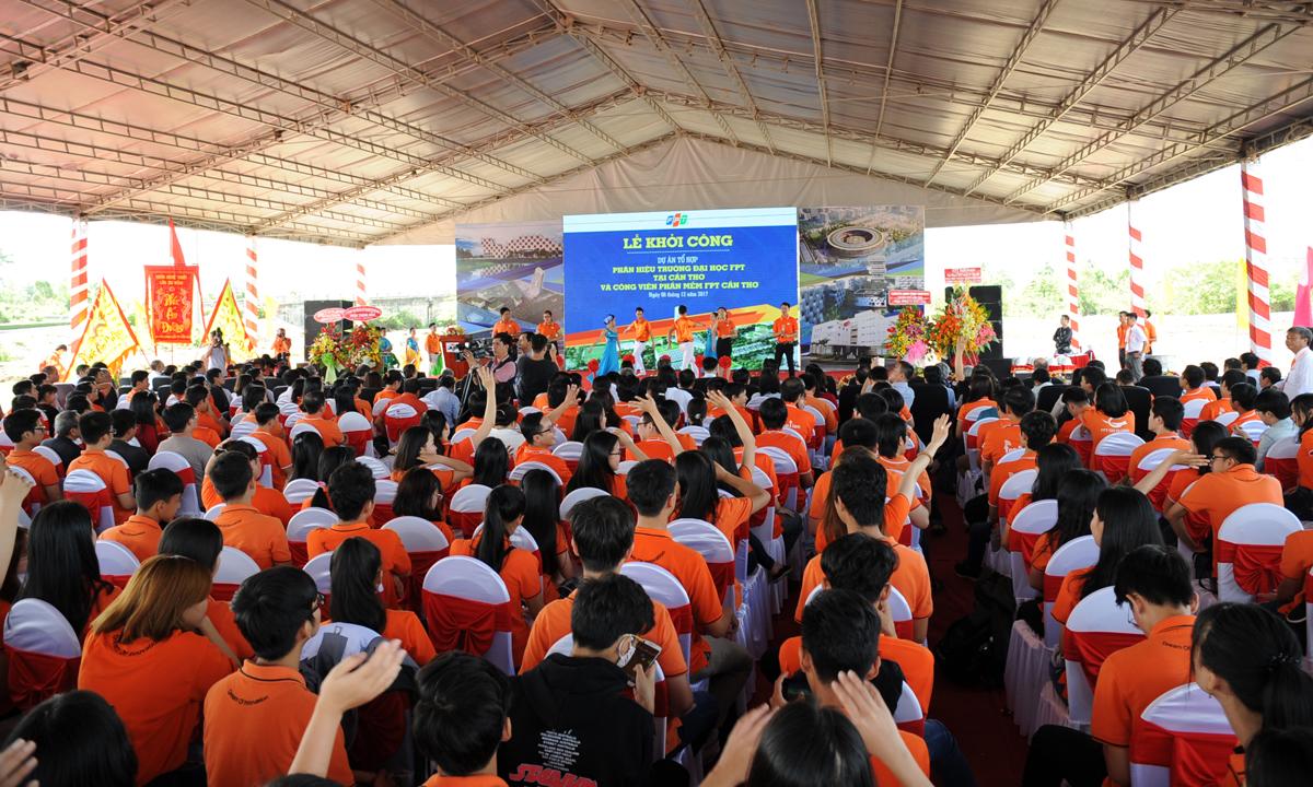 Ngày 25/8/2015, Chủ tịch UBND thành phố Cần Thơ Lê Hùng Dũng đã phê duyệt quyết định giao đất tại khu đô thị đường Nguyễn Văn Cừ để FPT xây dựng khu làm việc tập trung đầu tiên tại miền Tây. Đây là tổ hợp thứ 4 được đầu tư toàn diện, hiện đại và quy mô của FPT trên cả nước, sau các khu tổ hợp Làng phần mềm FPT Hòa Lạc (Hà Nội), FPT Complex (Đà Nẵng) và F-Town (TP HCM).