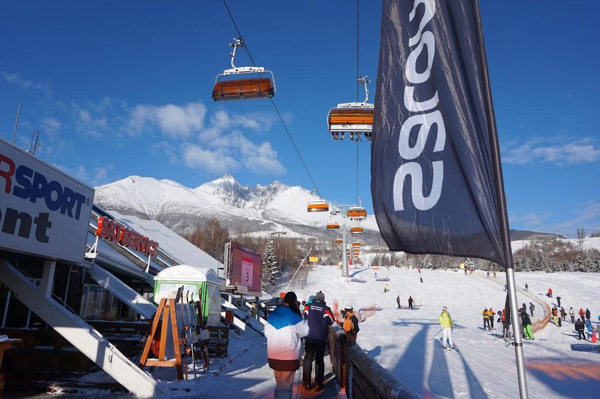 Trải nghiệm trượt tuyết là sự pha trộn của phong cảnh thú vị, nhiều thử thách bên những ngôi làng chìm trong tuyết.