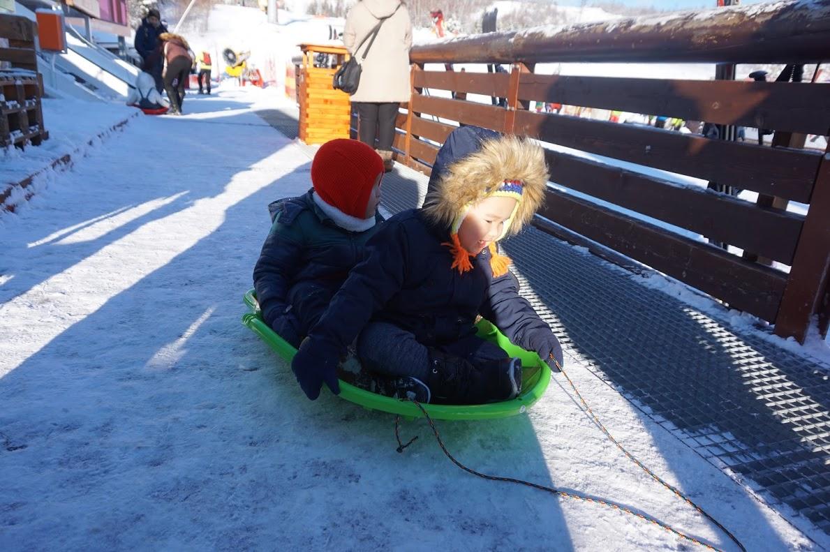 'Nào mình cùng lên xe tuyết'.
