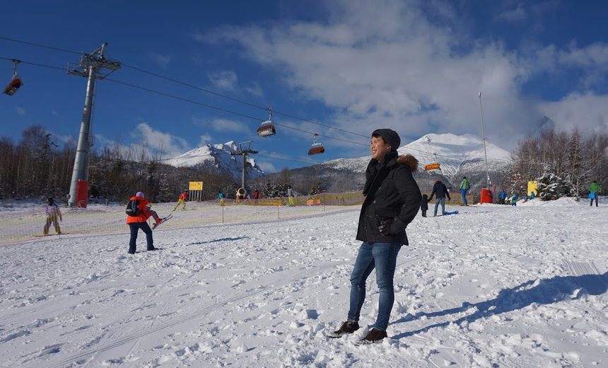 Anh Chung Hung Fuc, người Đức, FPT Germany, chọn cách ngắmcác đồng nghiệp chơi đùa với tuyết.