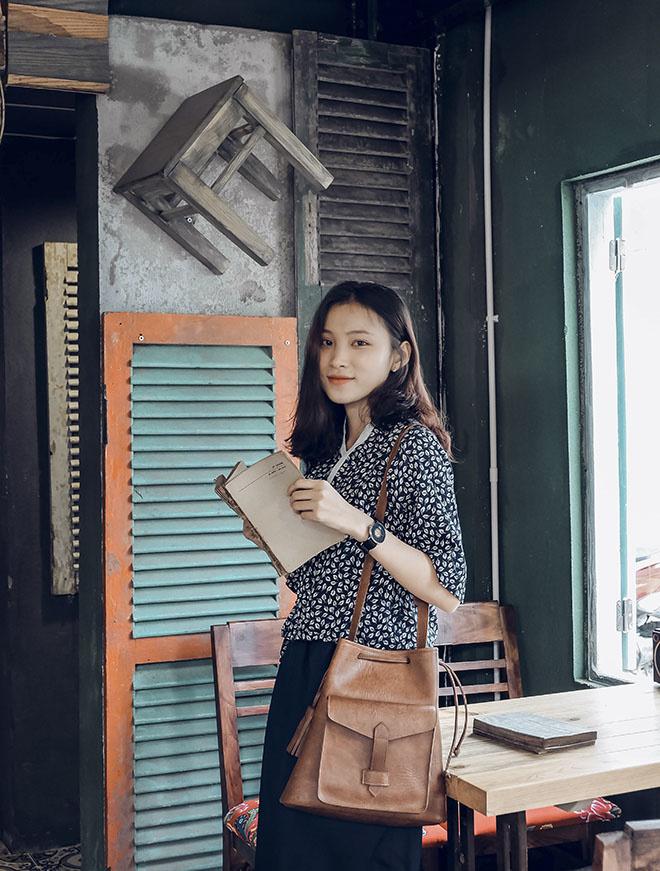 """Hội quán âm nhạc """"Những mùa xuân rực rỡ"""" diễn ra tối ngày 29/12, tại KA Cộng Cafe, số 79 Hà Bổng, TP Đà Nẵng. Những người làm công tác tổ chức đang gấp rút chuẩn bị, kiểm tra phần việc cuối cùng để hướng tới đêm nhạc thành công."""