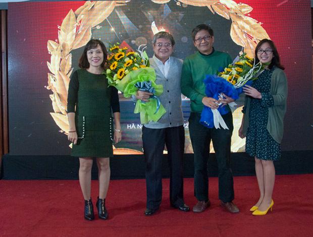 """Đại diện BTC tri ân những đóng góp của anh Bùi Quang Ngọc, anh Nguyễn Thành Nam vàPhan Phương Đạt những người đã đề xuất ra giải thưởng, góp ý và thúc đẩy iKhiến lan tỏa rộng trong FPT. Anh Ngọc chính là người mà bằng """"quyền lực"""" và khả năng quản trị của mình đã đưa iKhiến đi đúng hướng, biến nó trở thành một phong trào tới các công ty thành viên. """"Vua ý tưởng""""của FPT - anh Phan Phương Đạt - là cha đẻ của iKhiến. Anh đề xuất ý tưởng này vào tháng 4/2016 và sau đó đến tháng 1/2017, cuộc thi iKhiến đã chính thức xuất hiện. Còn anh Nguyễn Thành Nam chính là cầu nối giữa tác giả và thành viên hội đồng thẩm định. Bằng sự hiểu biết, khả năng dẫn dắt của mình anh đã khiến cuộc thi sôi nổi hơn."""