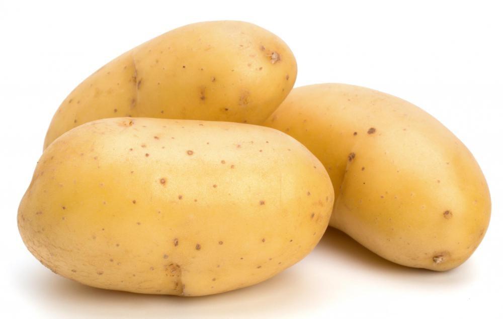 Tục đón Tết ở châu Mỹ Có phong tục chung là sắp tới năm mới các gia đình thường chọn ba củ khoai tây giống nhau. Một củ gọt sạch vỏ, một củ gọt một nửa vỏ và một củ để nguyên không gọt, cả ba củ được mang đặt dưới gần giường đợi đến lúc giao thừa người chủ quờ tay nhặt ra để đoán số mệnh. Nếu nhặt được củ nguyên vỏ là điều may, nửa vỏ là điềm bình thường và được củ sạch vỏ thì coi như gặp điềm xúi quẩy.