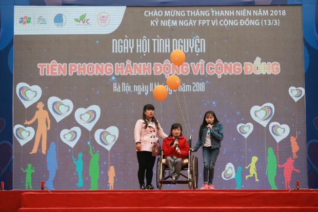 """FPT cùng TW Đoàn trao quà tặng cho Trung tâm trẻ khuyết tật """"Vì ngày mai""""."""