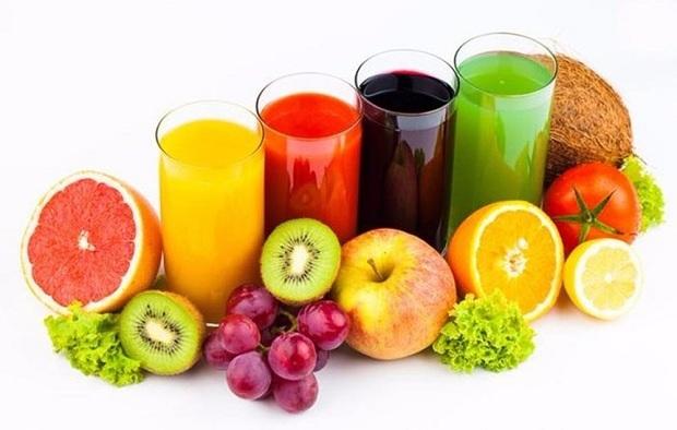 Nước ép hoa quả Nước ép trái cây không chỉ làm đẹp da mà nó còn là thức uống giải khát hiệu quả, được nhiều người yêu thích vào mùa hè. Hoa quả sau khi mua tại siêu thị, rửa sạch, bỏ vào máy ép, bỏ thêm chút đá là bạn đã có ngay một ly nước đầy đủ dưỡng chất, mát lạnh cho những ngày hè.