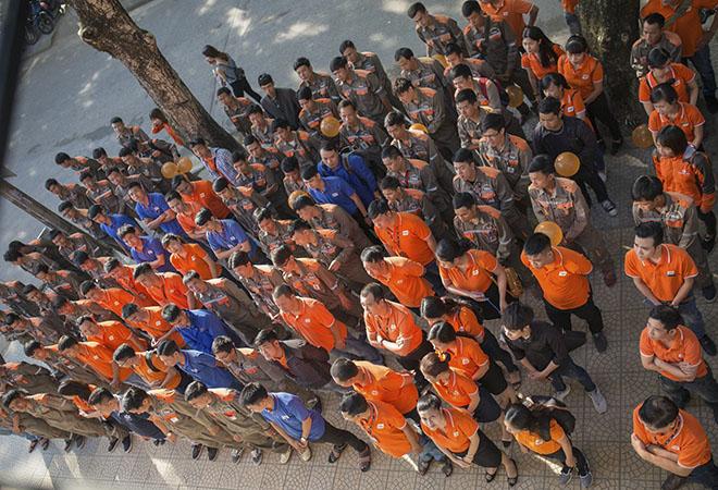 Hoạt động chào cờ của chi nhánh Huế vào ngày 14/5 diễn ra đúng thời điểm tập đoàn thực hiện mặc áo đồng phục hưởng ứng Đại lễ FPT 30 năm Tiên phong. Toàn thể CBNV chi nhánh Huế đều thực hiện nghiêm túc.