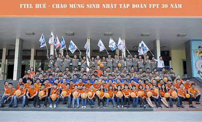 """FPT Telecom chi nhánh Huế được thành lập ngày 12/11/2009 tại 46 Phạm Hồng Thái, phường Vĩnh Ninh, TP Huế. Hiện chi nhánh có gần 200 CBNV. Chi nhánh đã chủ động triển khai làm việc 7 ngày/tuần từ ngày 1/5. 100% CBNV đều xác định mục tiêu """"Nâng cao chăm sóc khách hàng - nâng cao chất lượng dịch vụ"""" làm trọng tâm."""