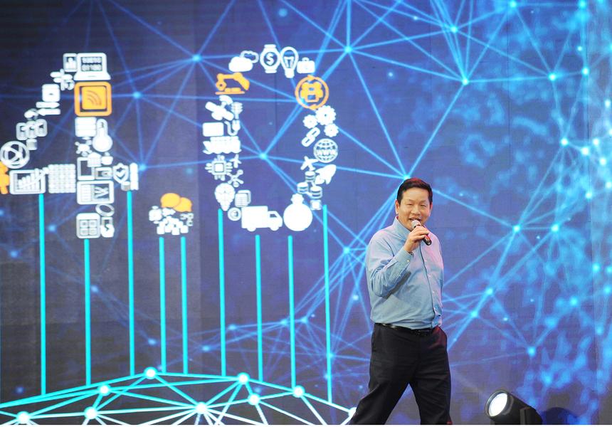 Phát biểu khai mạc, anh Trương Gia Bình, Chủ tịch FPT, đưa ra một tương lai tươi sáng cho các kỹ sư CNTT khi phần mềm đóng vai trò chủ chốt cho ngành công nghiệp ô tô. Anh tin tưởng rằng những sinh viên tranh tài ngày hôm nay sẽ có đủ năng lực tham gia vào ngành công nghiệp đầy hứa hẹn này.