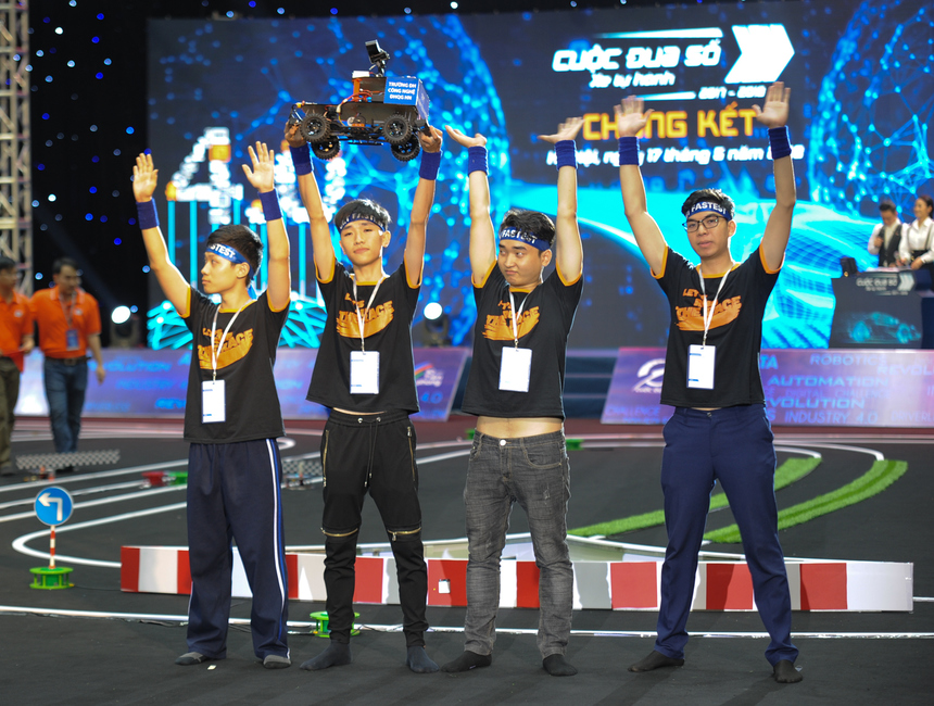 Sau hai trận đấu loại trực tiếp, thật bất ngờ khi hai đội được đánh giá yếu hơn làUET Fastest, Winwin Spiral lại giành chiến thắng để bước vào trận chung kết.