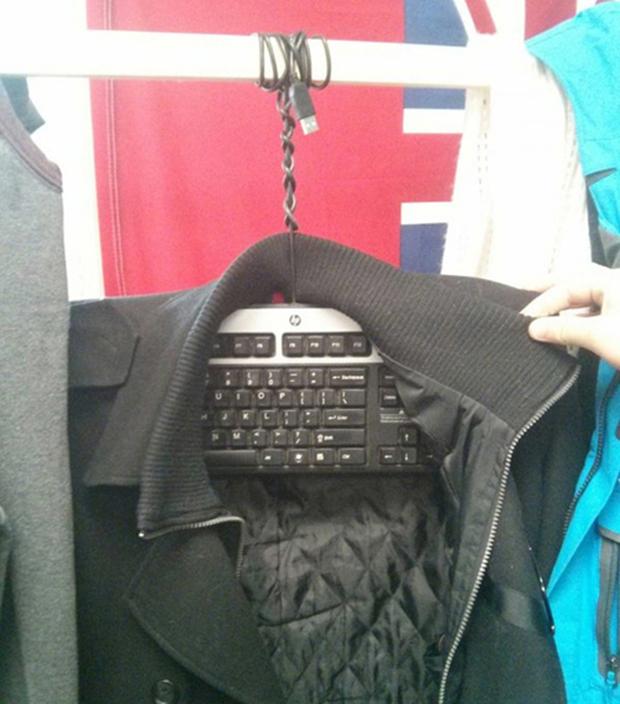 Bàn phím hỏng thì làm móc treo quần áo.