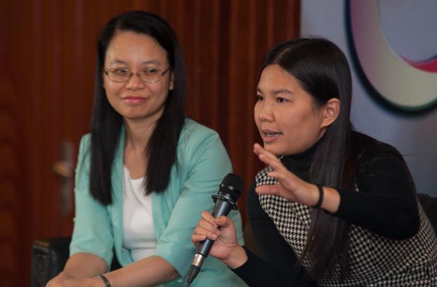 """Khi có giấy phép, khách hàng của FPT Telecom tăng không ngừng. 30% thị phần Internet của Việt Nam như một giấc mơ đã thành sự thực của nhà Cáo. Đội bán hàng thời kỳ đầu là những người phổ biến cho người dân biết Internet là gì, hiểu vì sao lại phải dùng Internet và dùng Internet như thế nào trước khi đi mời chào khách hàng. Những chiêu độc, lạ liên tục được tung ra như: Khuyến mại tặng modem, thẻ cào Internet trả trước, dùng đội kinh doanh trẻ, PG xinh đẹp tiếp cận khách hàng... """"Cứ mỗi lần nghe âm thanh """"tè tè tè"""" rồi """"rít rít rít"""" của modem báo thông tín hiệu tôi lại vui mừng khôn xiết. Giờ nghĩ lại vẫn thấy yêu vô cùng"""", chị Lê Minh Đức, một trong những salesman máu lửa đời đầu, nhớ lại."""
