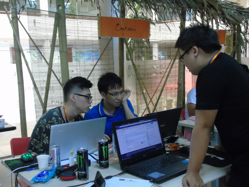 Đội Captains của ĐH FPT Hà Nội đem đến FPT Edu Hackathon ý tưởng sử dụng ''Hệ thống nhận diện khuôn mặt thời gian thực'' giúp phát hiện hành vi thi hộ trong giáo dục. Cho rằng 27 giờ đồng hồ không đủ hoàn thành sản phẩm, các thành viên Captains quyết tâm cố gắng hết mình để đạt được mục tiêu hoàn chỉnh các chức năng của hệ thống.