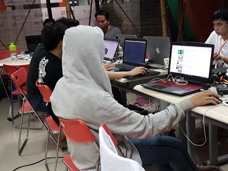 Trông như thế này thì có nguy hiểm hơn không nhỉ? Có giống hacker mũ trắng không?