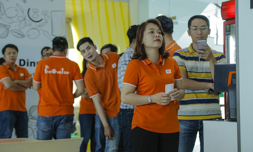 Nhà thầu căng-tin Vân Anh đã tạm dừng kinh doanh tại tòa nhà FPT Tân Thuận. Thay vào đó là nhà thầu Vietnam Catering, chính thức hoạt động từ hôm nay - thứ Hai, ngày 2/7.