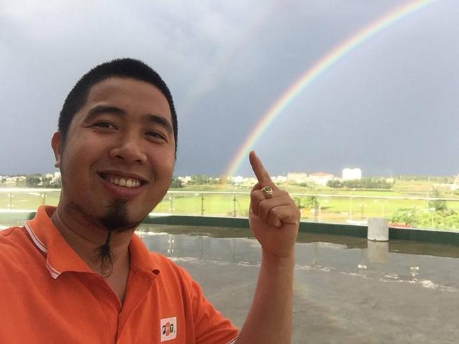 Người FPT thích thú với không khí mát mẻ sau cơn mưa, đồng thời được chiêm ngưỡng cầu vồng và những đám mây vảy rồng đẹp tới kì ảo.