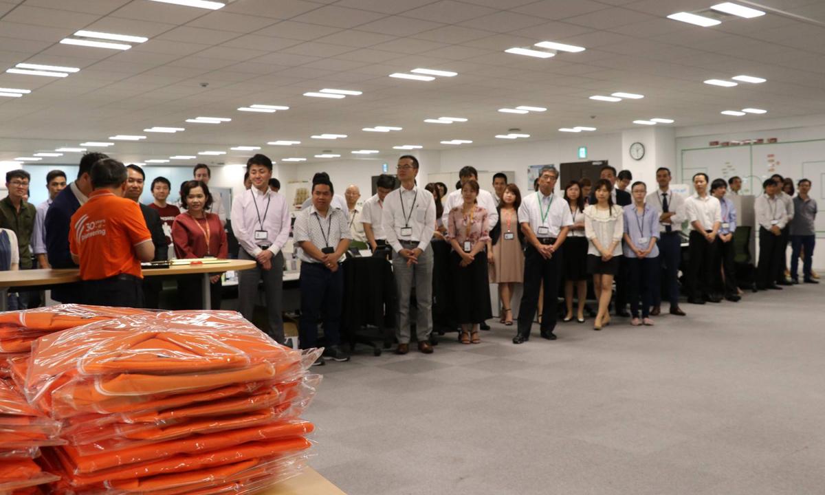 Hôm nay (ngày 13/7), CEO FPT - anh Bùi Quang Ngọc đã trao tặng HC lao động hạng Nhất; áo và huy hiệu FPT cho CBNV FPT Japan đang làm việc tại Văn phòng Daimon, Tokyo, Nhật Bản.