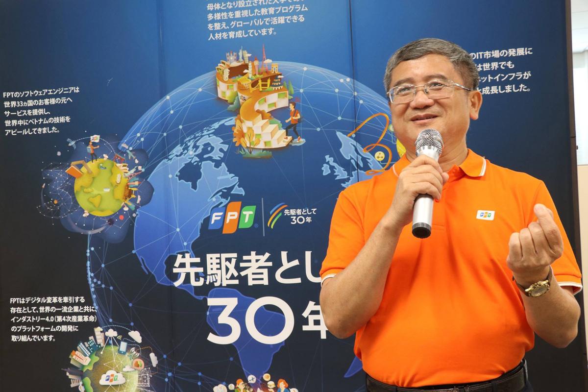 """Khai mạc buổi lễ với khoảng 80 CBNV tham dự, CEO FPT khẳng định FPT Japan là đơn vị tiên phong trong việc việc đưa tập đoàn tiến nhanh trên hành trình toàn cầu hoá. """"FPT Japan là công ty có tăng trưởng doanh số, nhân lực, phát triển thị trường tốt nhất Tập đoàn 6 tháng đầu năm"""", anh Ngọc khẳng định."""