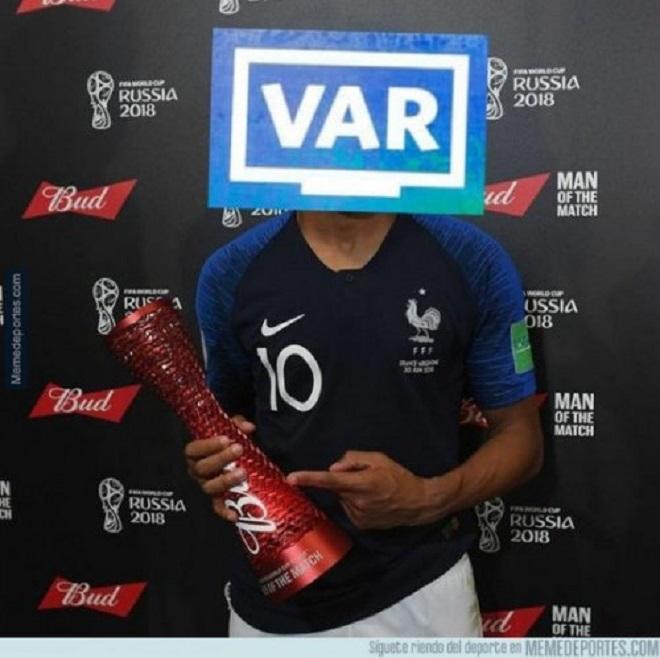 Không phải Griezmann, Mbappe hay Pogba, công nghệ hỗ trợ trọng tài VAR được cộng đồng mạng phong danh hiệu cầu thủ xuất sắc nhất chung kết World Cup với tình huống giúp đội tuyển Pháp được hưởng penalty...