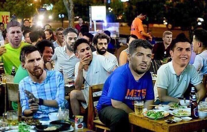 """Dàn siêu sao sân cỏ """"ngậm ngùi"""" ngồi nhà hóng trận chung kết kịch tính giữa đội tuyển Pháp và Croatia."""