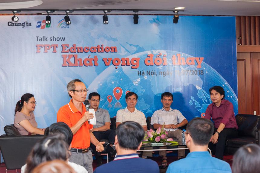 """Chiều 11/7, nhà Giáo dục FPT đã có dịp """"ôn cố tri tân"""" hay theo cách nói của Hiệu trưởng Đại học FPT Nguyễn Khắc Thành là """"ôn nghèo kể khổ"""" trong buổi Talkshow """"Khát vọng đổi thay""""."""