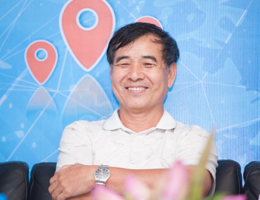 Tự hào về những đứa con đầu lòng, anh Lê Trường Tùng (chủ tịch FPT Education) nhấn mạnh: FPT Aptech đã đón đầu ngành công nghiệp phần mềm trong khi FPT Arena đã đón đầu ngành nội dung số ở Việt Nam.