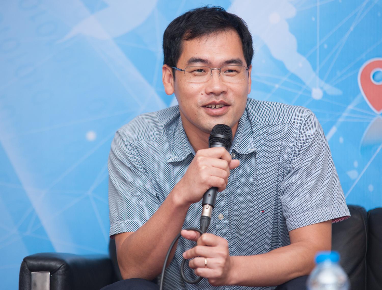 Anh Trần Minh Trung, một trong những Giáo sư đầu tiên của FPT Aptech, bày tỏ: Dạy kiểu Aptech hoàn toàn thay đổi tâm thế người thầy. Khác với phương thức truyền thống, ở Aptech, thầy nói ở trên, dưới trò thực hành ngay.