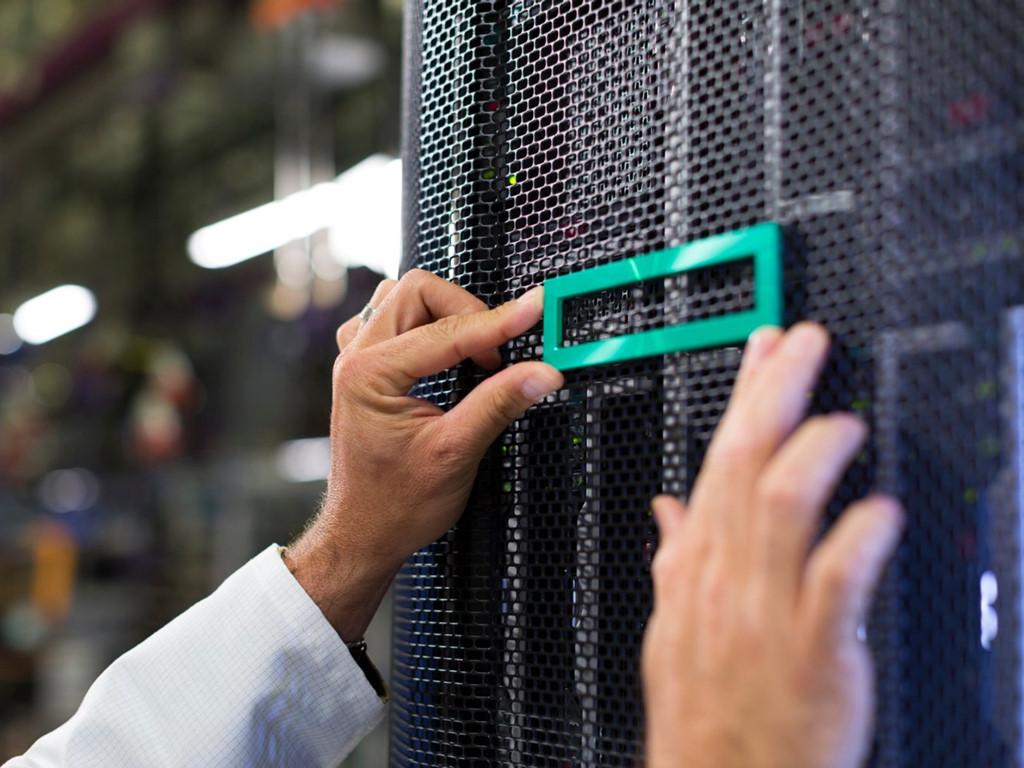 2. Kiến trúc sư kho dữ liệu (Data Warehouse Architect - 154.800 USD) chịu trách nhiệm giám sát kho dữ liệu khổng lồ của công ty và sẵn sàng phân tích dữ liệu khi cần.