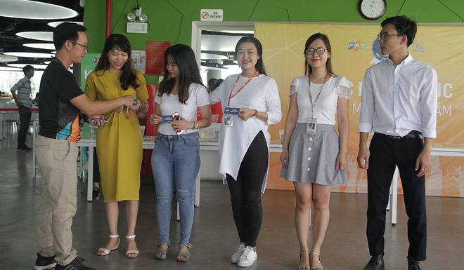 Bên cạnh Hà Nội, Cần Thơ và TP HCM, Kỷ lục FPT Offline lần 2 khu vực Đà Nẵng được tổ chức tại 2 địa điểm: FPT Massda, KCN An Đồn, quận Sơn Trà; FPT Complex, đường Nam Kỳ Khởi Nghĩa, quận Ngũ Hành Sơn. Để khích lệ tinh thần, 50 CBNV thi đấu đầu tiên tại FPT Complex được tặng voucher đồ uống.