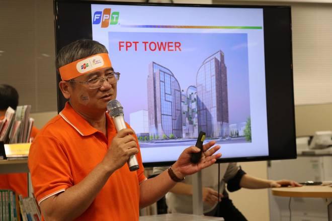 """Mở đầu, CEO nhà F """"khoe"""" thành quả của FPT thông qua cơ sở vật chất - những trụ sở/campus của tập đoàn tại Việt Nam. Tính đến năm 2017, FPT đã có 17 khu tổ hợp văn phòng làm việc, đào tạo. Trong đó 11 khu đã đưa vào sử dụng, 6 khu đang xây dựng."""