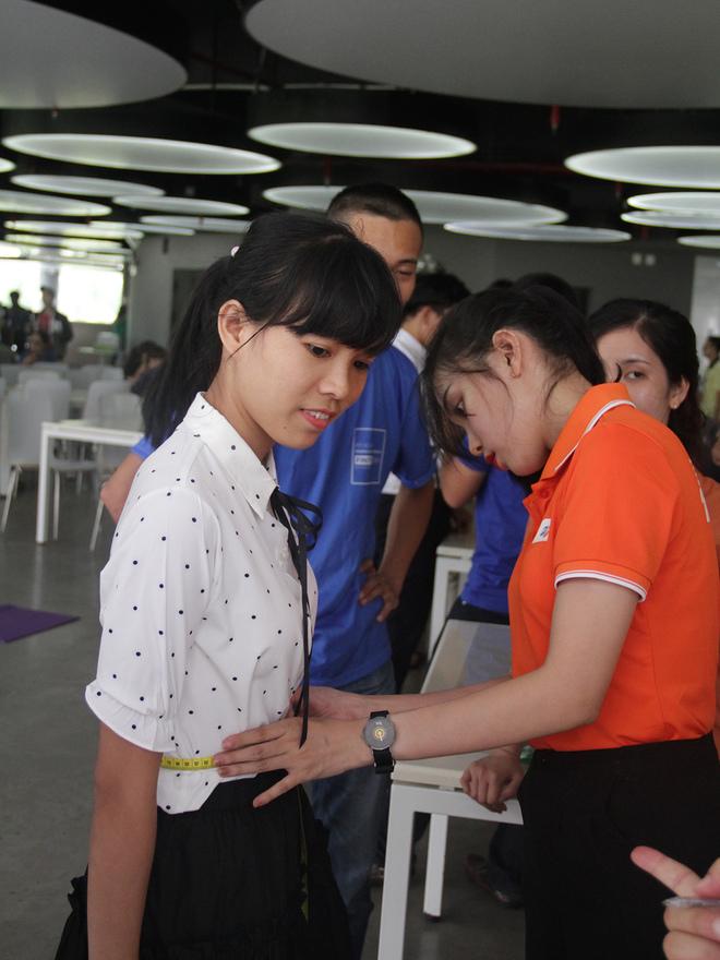 Vòng eo nhỏ nhất thu hút phần lớn giới nữ tham gia. Nội dung này ghi nhận thành tích tốt nhất thuộc về Trần Thị Oanh, FPT Software, với thành tích 59,2cm.Trong khi đó, thành tích tốt nhất của nam là 59cm - Nguyễn Thi Thương, FPT Software.