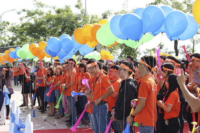 Rời Tòa nhà FPT Massda, đoàn người FPT di chuyển về FPT Complex, trụ sở chính của FPT Software Đà Nẵng. Lễ phát động cũng thu hút khoảng 400 CBNV tham gia.