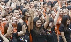 Cán bộ văn hóa FPT đến đất nước Chùa Tháp kick-off Đại lễ 30 năm